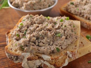 Kanapka z pastą z tuńczyka